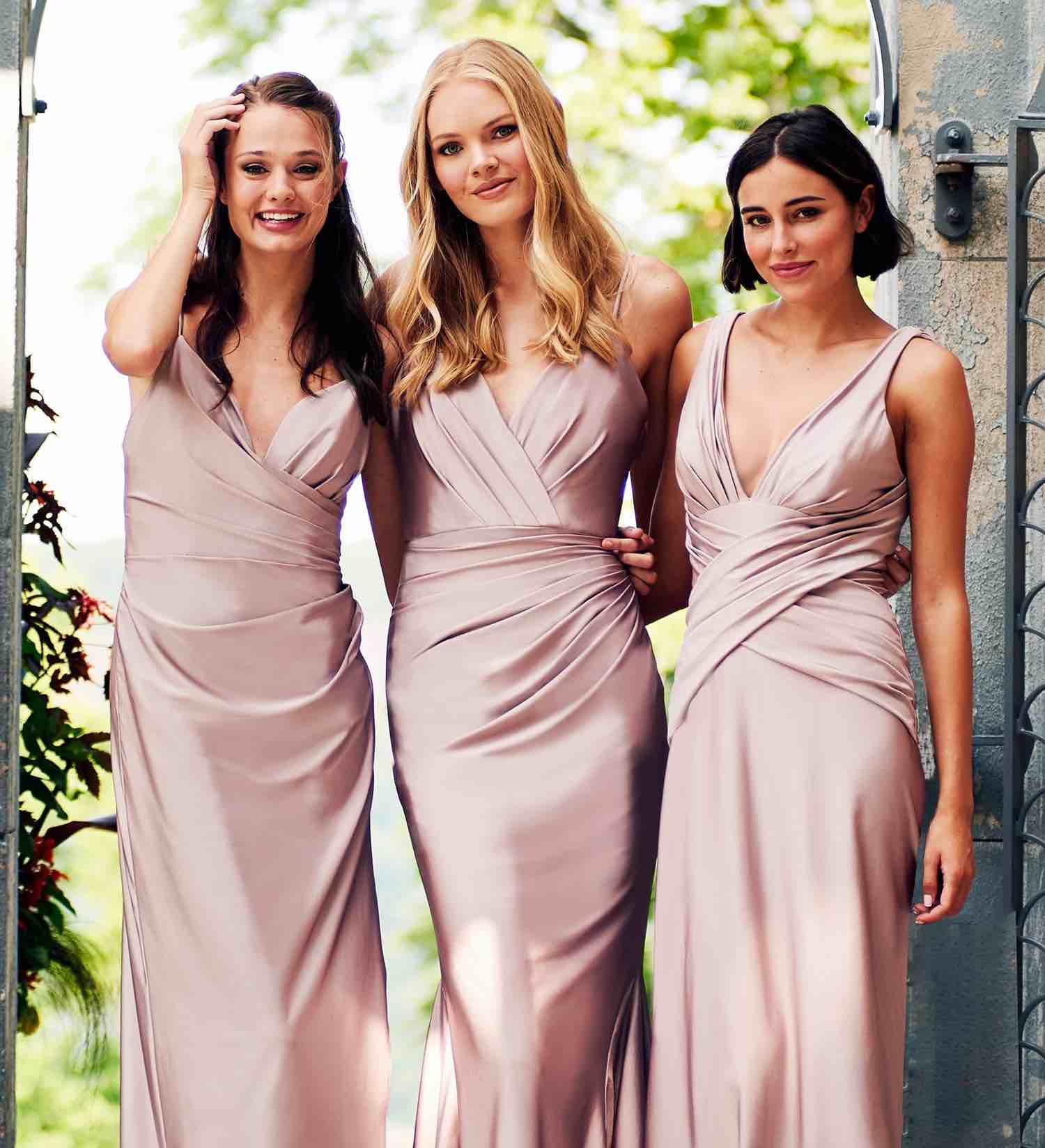 Bridesmaids wearing pastel pink dresses